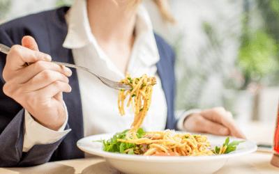 Hoe ga je (h)eerlijk en gezond om met etentjes